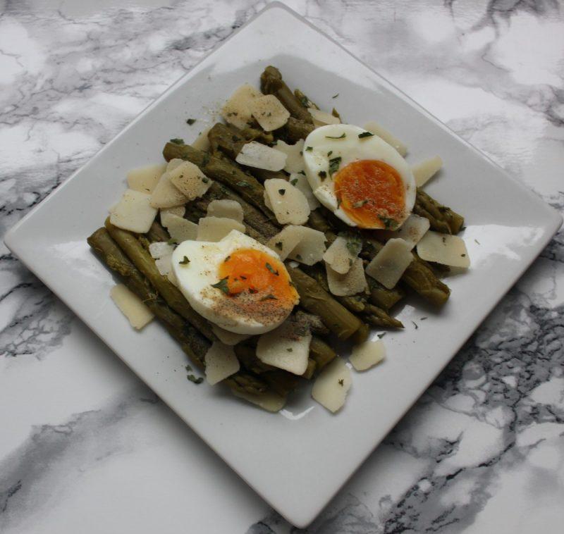 jehanne-azmi-salade-dasperges-oeuf-et-parmesan