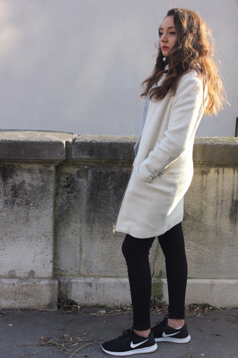 KNITTED COAT WITH ZIP DETAILS