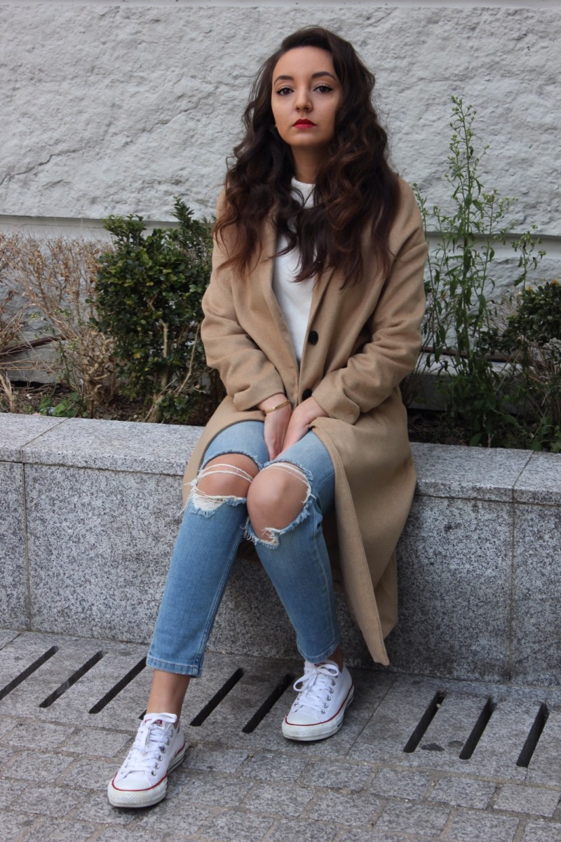 OVERSIZED COAT & RELAXED JEANS
