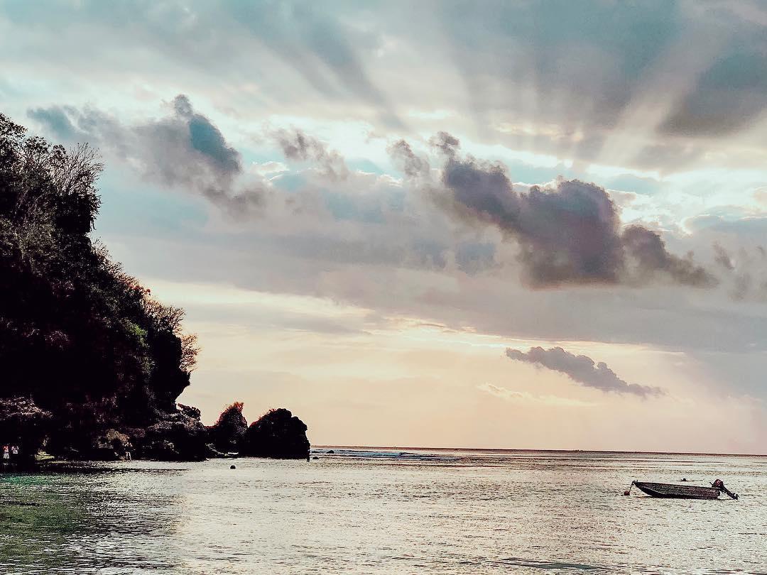 JEHANNE AZMI - BALI - PADANG PADANG BEACH